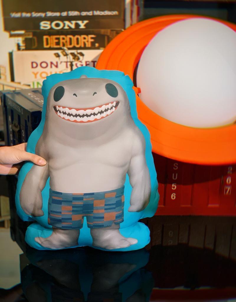 Almofada 3D Tubarão Rei King Shark: Liga Da Justiça Esquadrão Suicida Suicide Squad DC Comics - EV