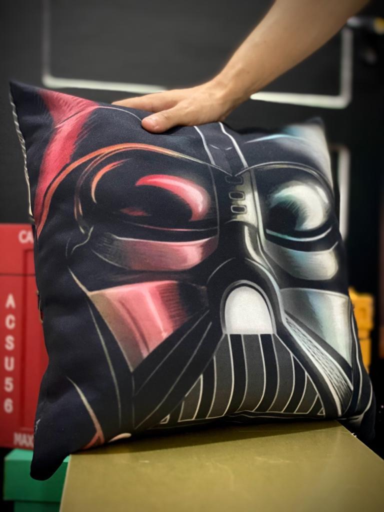 Almofada Darth Vader (Vermelho e Preto)