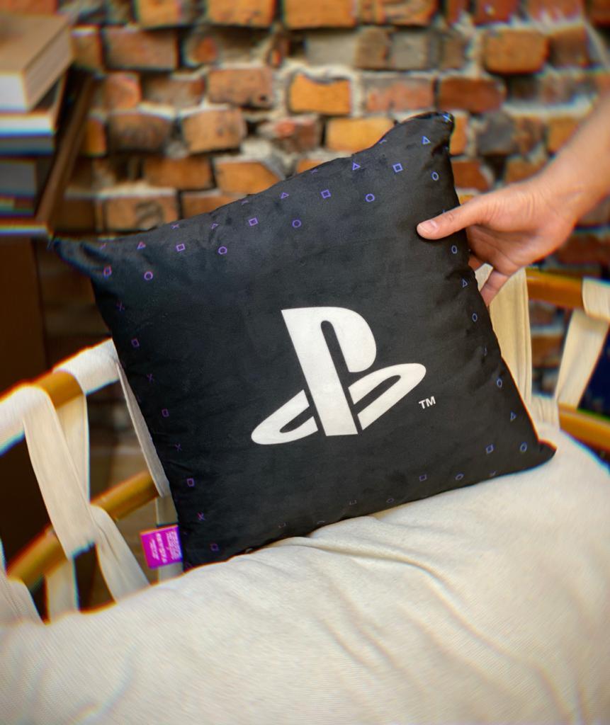 Almofada Geek Logo Playstation em Japonês Spirit Of Play Preto e Roxo