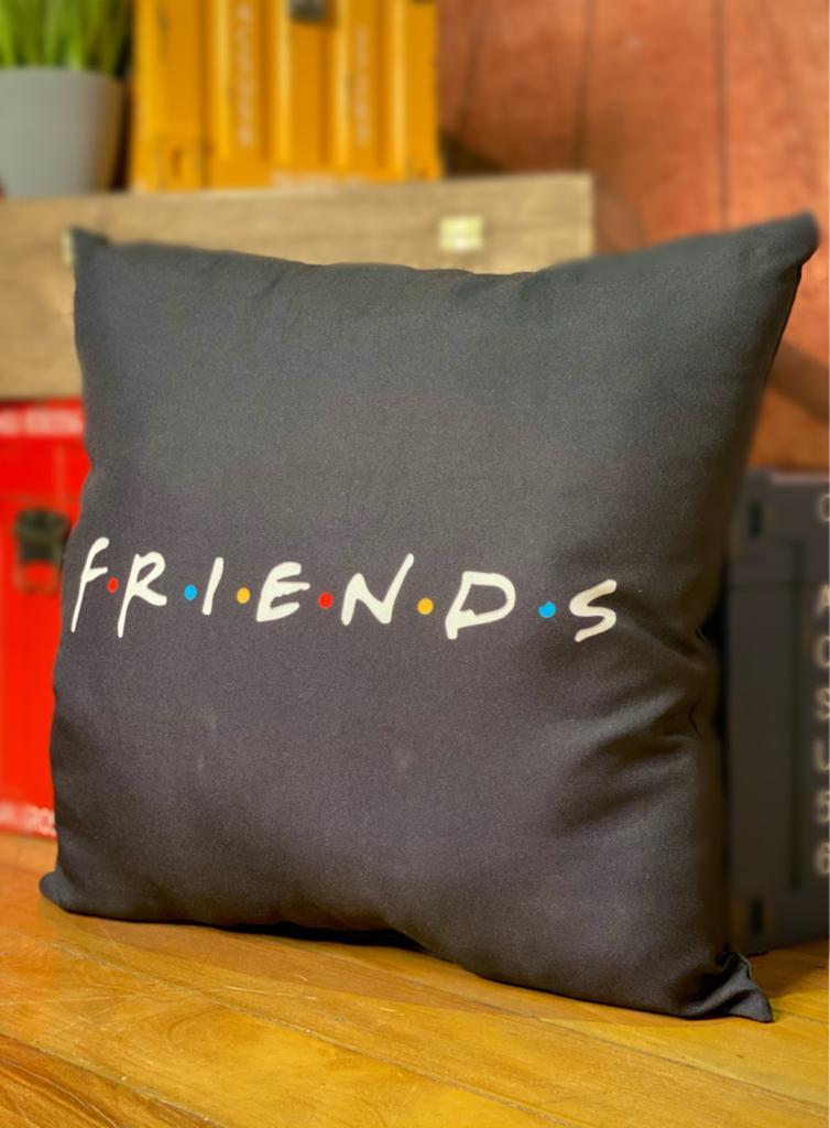 Almofada Geek: Logo Preta: Friends - Urban