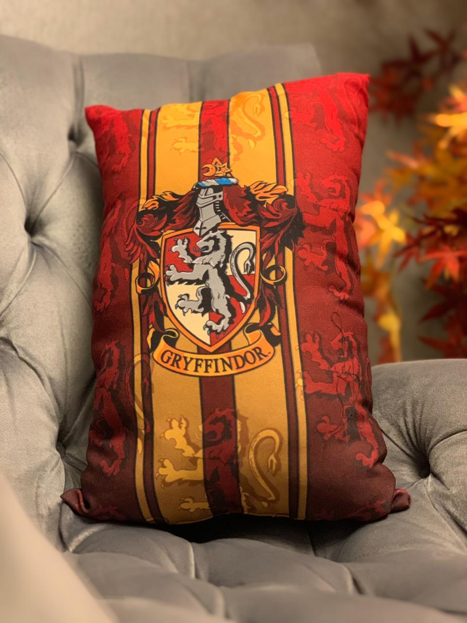 Almofada Grifinória (Gryffindor): Harry Potter - EV