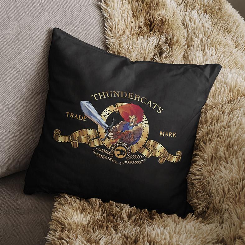 Almofada Metro Goldwyn Mayer Lion Thundercats Espada Justiceira (Preta) - EV