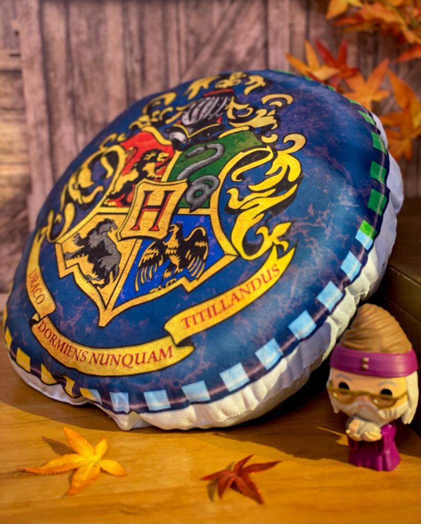 Almofada Redonda Brasão de Hogwarts Harry Potter - EV