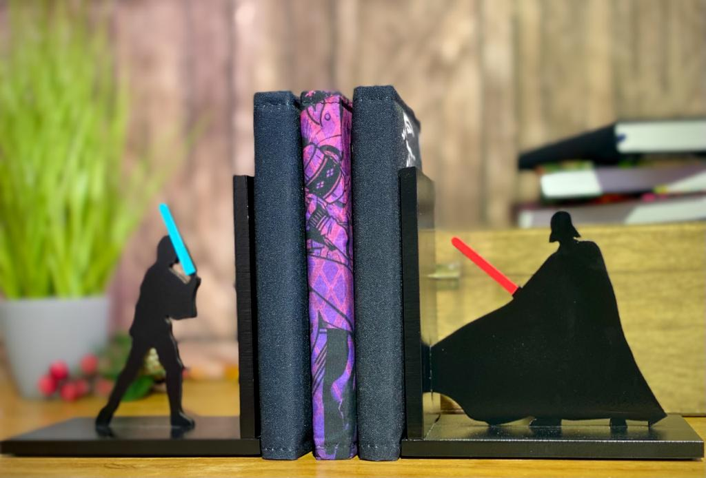 Porta Livro / Aparador de Livro Luke Skywalker Vs. Darth Vader: Star Wars - EV
