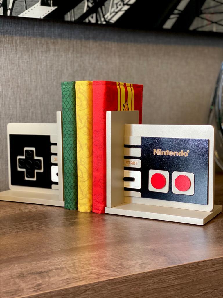 Porta Livro / Aparador livro Controle Nintendo