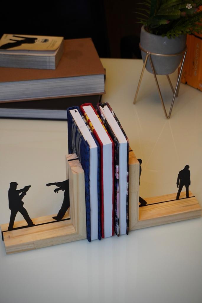 Aparador Porta Livros Resident Evil Zumbilandia - EV