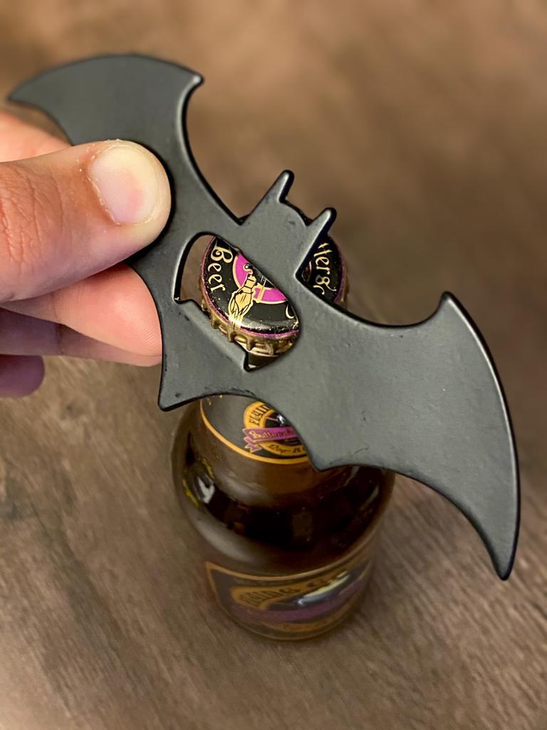 Batman - Abridor de Garrafa Magnético Batman (Batarang): DC Comics