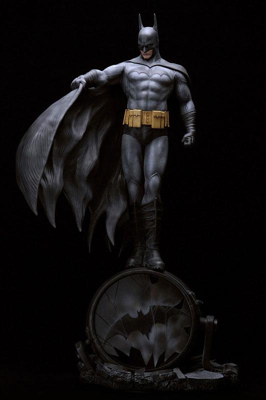 Estátua Batman: DC Comics Collection Fantasy Figure Gallery Statues (by Luis Royo) Escala 1/6 - Yamato Usa