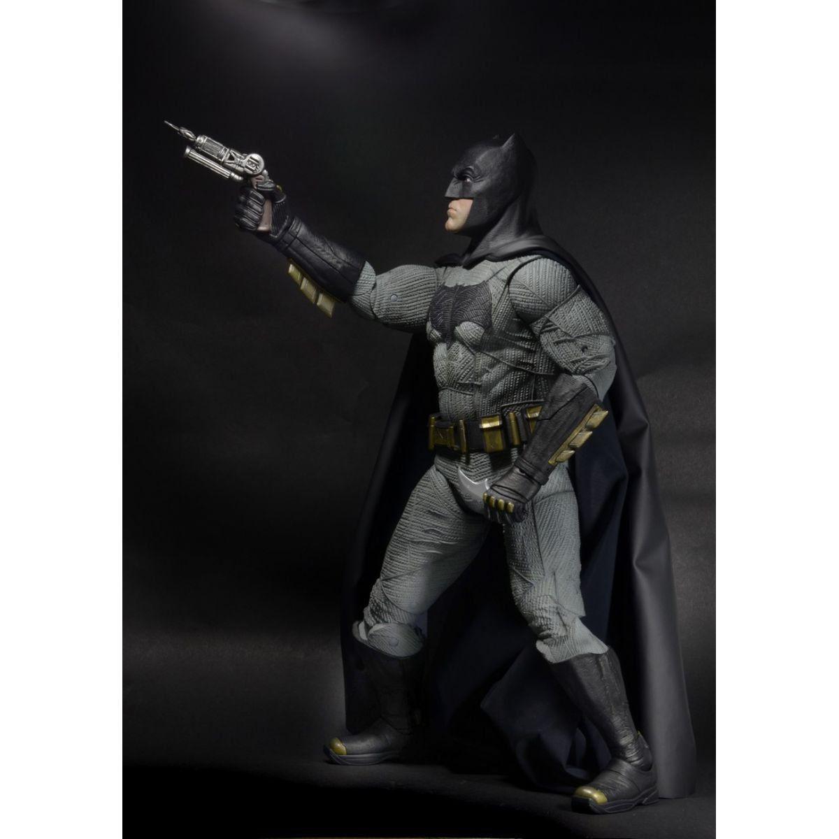 Boneco Batman: Batman vs Superman: A Origem da Justiça Escala 1/4 - Neca