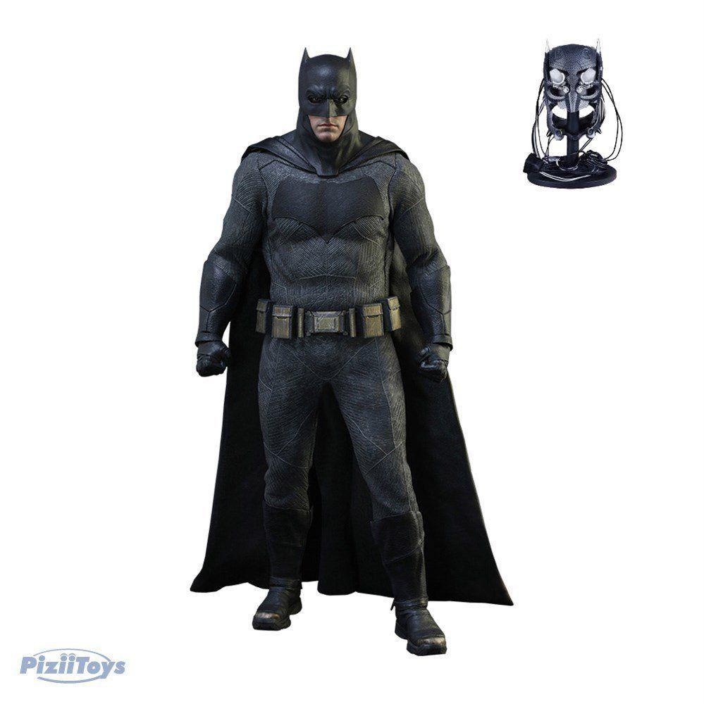 Action Figure Batman With Tech Cowl: Batman vs Superman: A Origem da Justiça Down Of Justice Ben Affleck MMS342 Escala 1/6 - Hot Toys
