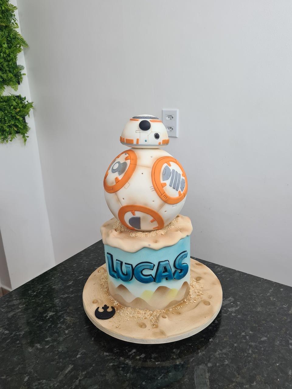 Bolo BB-8: Guerra Nas Estrelas Star Wars - Geek Cake - EV