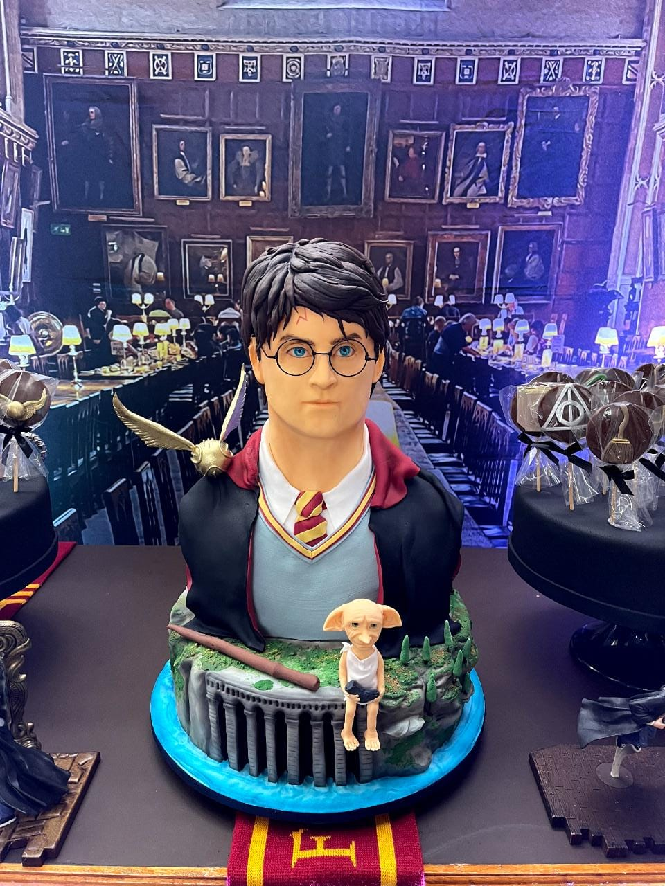 Bolo Harry Potter e Dobby - Geek Cake - EV