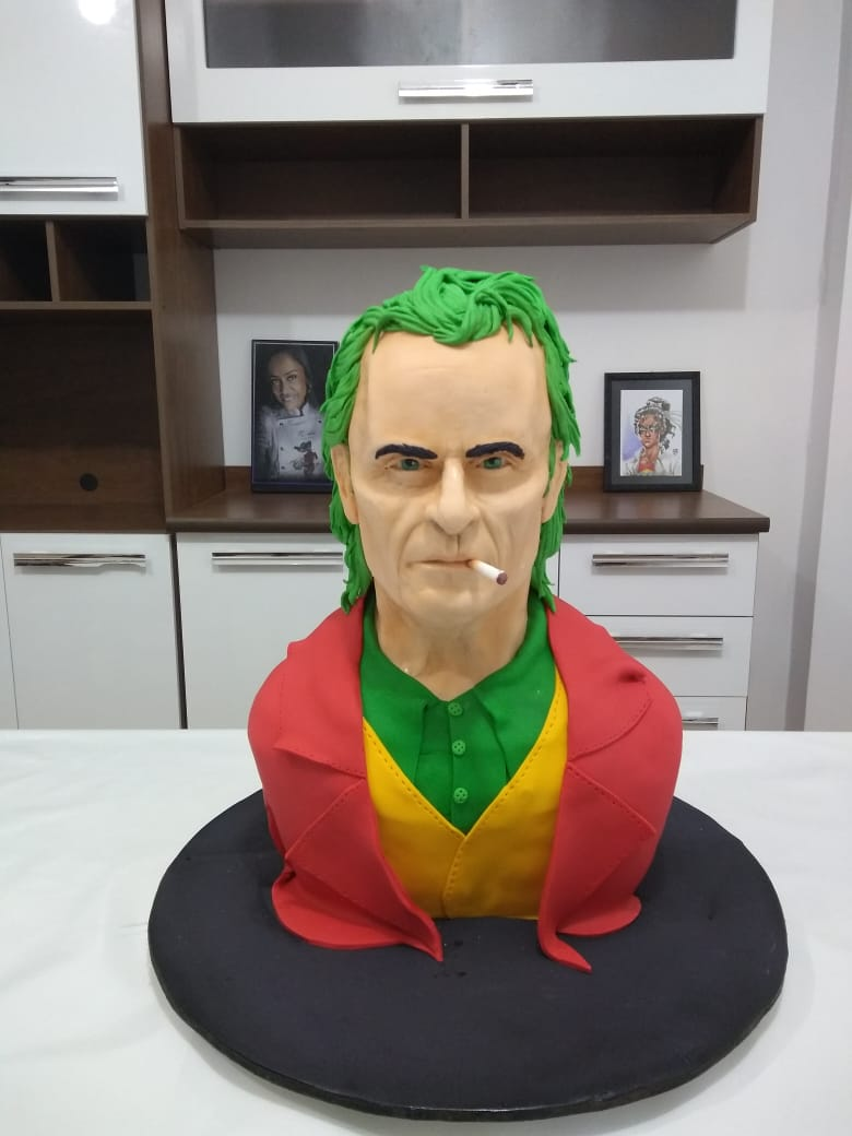 Bolo Joaquin Phoenix: Coringa Joker - Geek Cake - EV