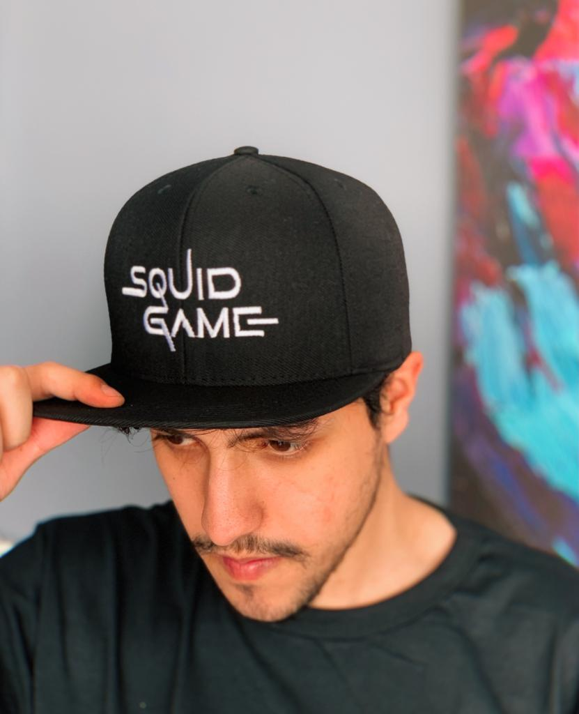 Boné Aba Reta Logo Jogo da Lula Squid Game: Round 6