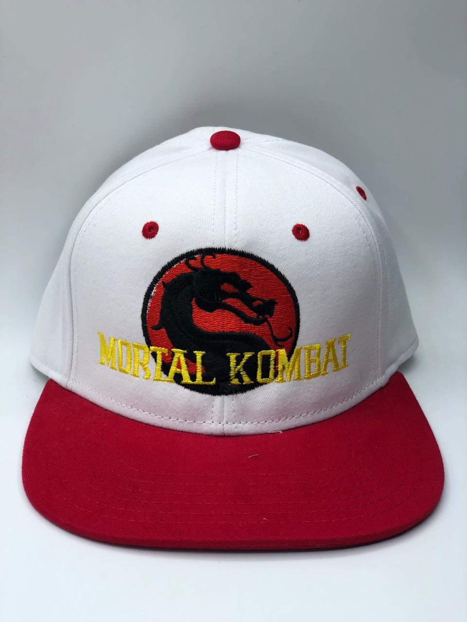 Boné Aba Reta (Branco e Vermelho): Mortal Kombat