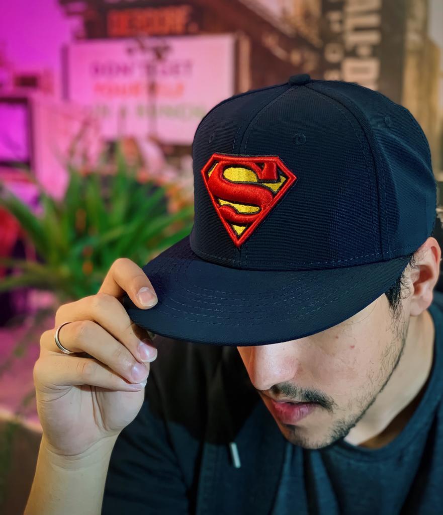 Boné Aba Reta Logo Super-Homem (Superman) Azul Marinho: DC Comics