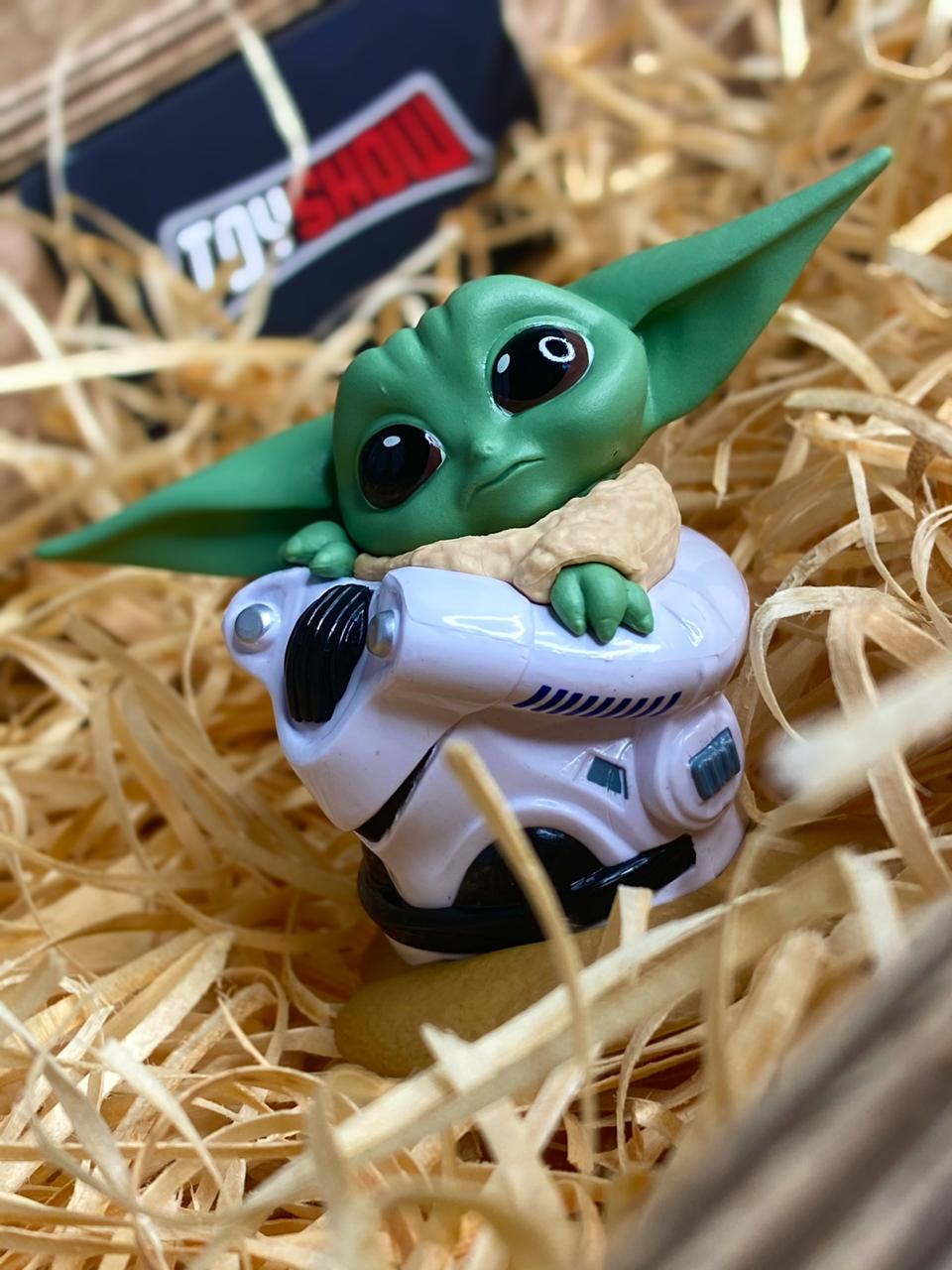 Boneco Grogu ''Baby Yoda'' Helmet Hide Pose (The Child): The Mandalorian (Star Wars) Serie 2 - Hasbro