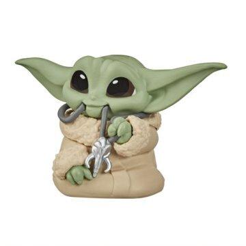 Boneco Grogu ''Baby Yoda'' Mandalorian Necklack (The Child): The Mandalorian (Star Wars) Serie 2 - Hasbro