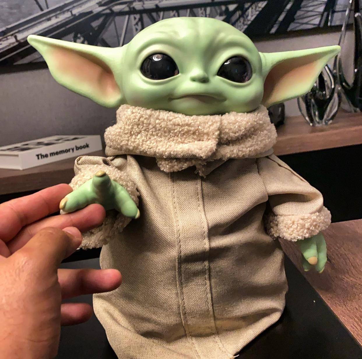 Boneco: Grogu ''Baby Yoda'' (The Child): The Mandalorian (Star Wars): 30cm (Life Size) Disney+ - Mattel