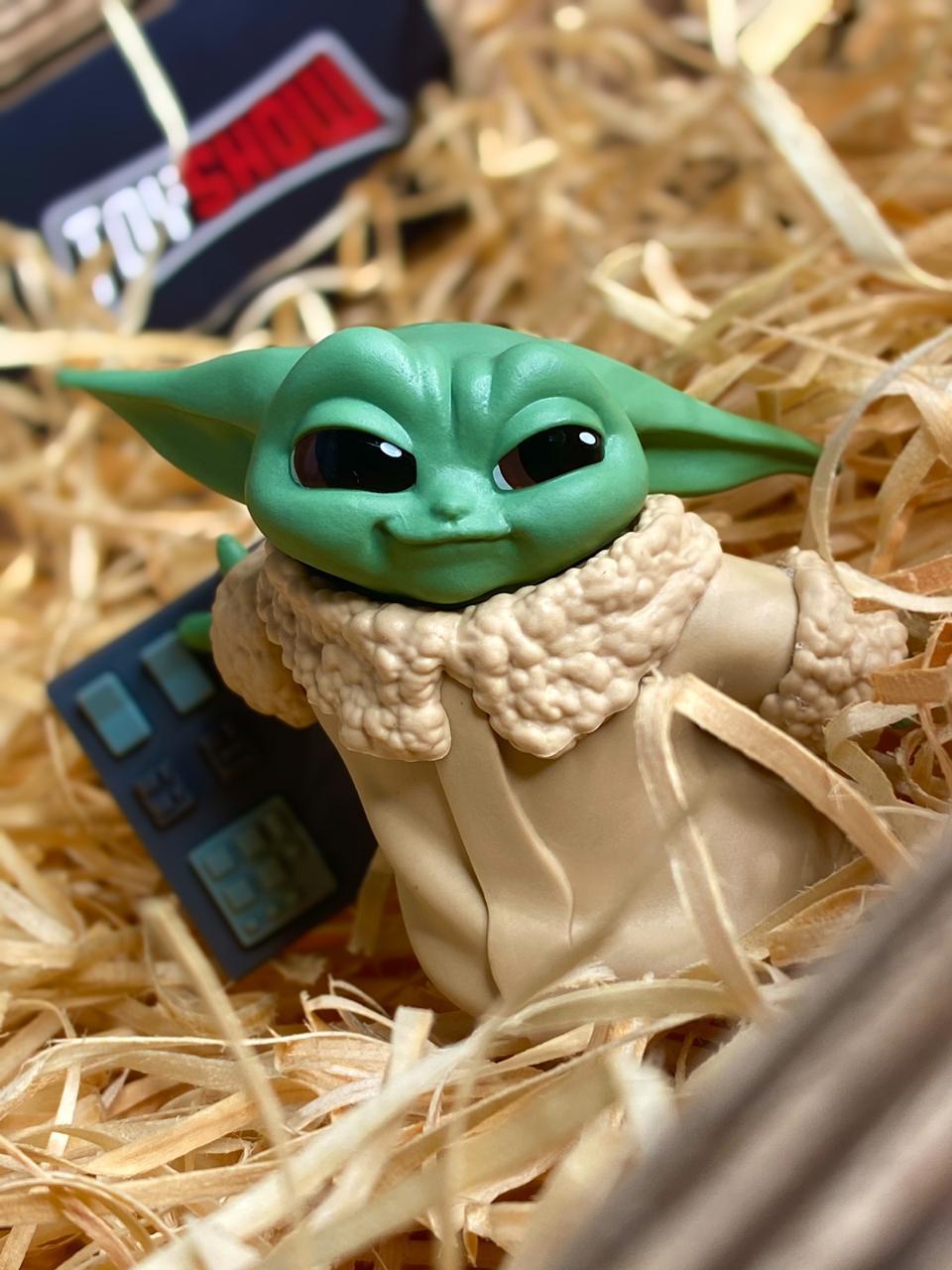 Boneco Grogu ''Baby Yoda'' Touch Buttons (The Child): The Mandalorian (Star Wars) Serie 2 - Hasbro
