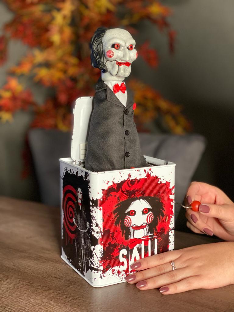 Boneco Billy The Puppet (Burst-A-Box): Jogos Mortais (Saw) - Mezco
