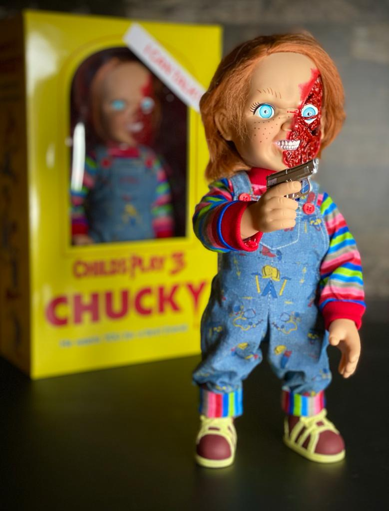 Boneco Chucky (Pizza Face): Brinquedo Assassino 3 (Child's Play 3) Talking (Figura que Fala) - Mezco