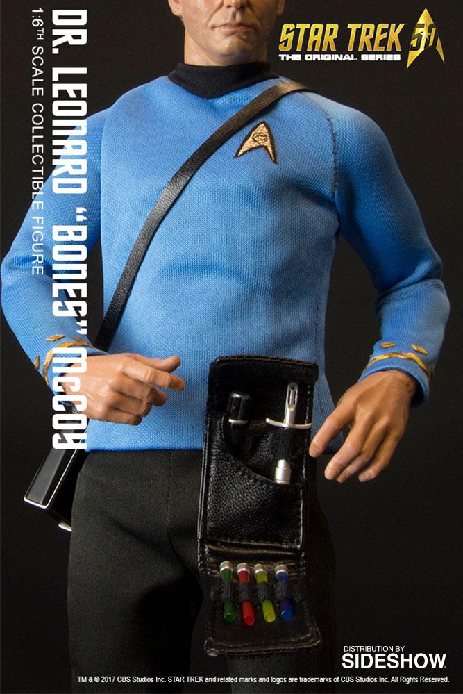 Boneco Dr Leonard (Bones) McCoy: Star Trek The Original Series 50th Anniversary Escala 1/6 - Quantum Mechanix - CD