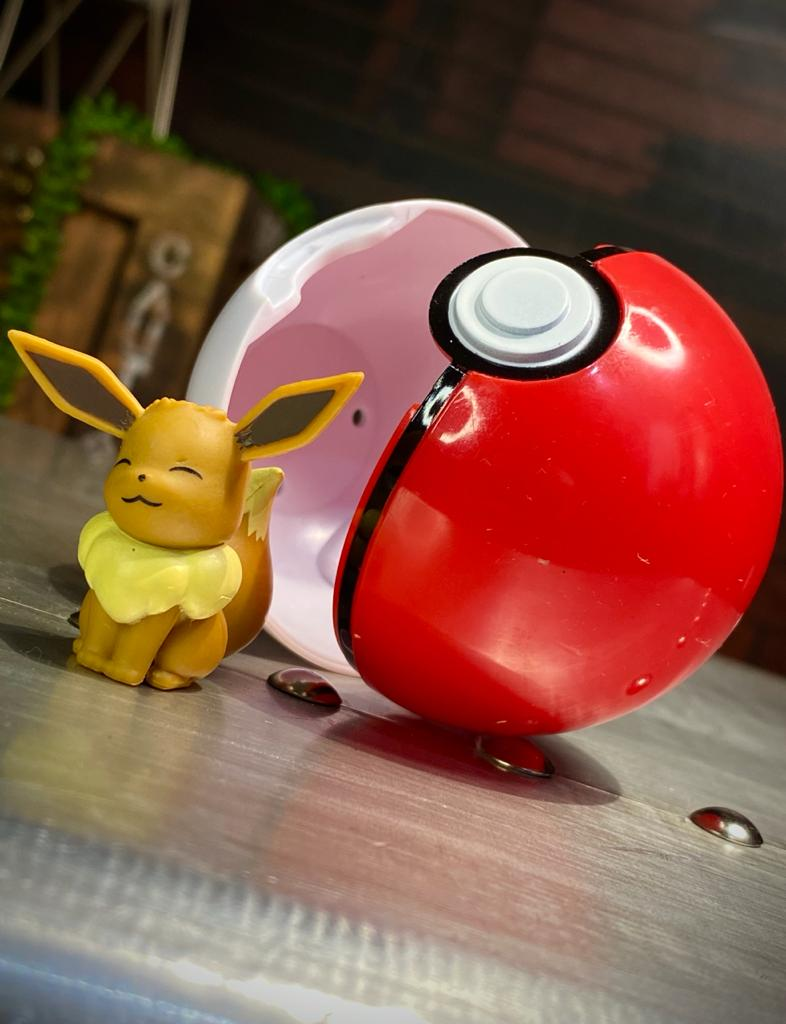 Boneco Eevee e Poké Bola Poké Ball: Pokémon (Clip'n'Go) - Sunny