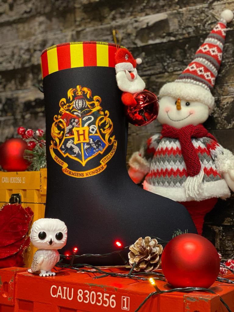 """Bota """"Hogwarts Brasão Escola'' Enfeite de Natal Porta Presentes"""