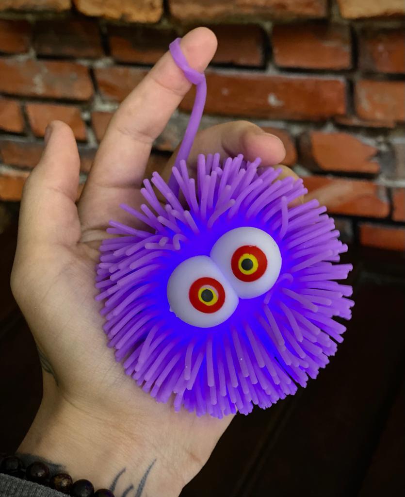 Brinquedo Anti Estresse Fidget Bolinha Maluca Olhos Vermelho e Amarelo Apertar Sensorial de Alívio de Stress Fidget Pop Tube Stress Ball Wacky Track Squish SquishMallow - Roxo