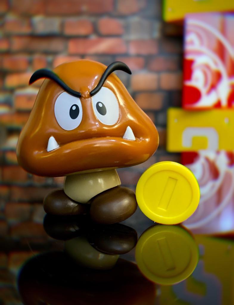 Brinquedo Boneco Action Figure Goomba e Moeda Coin: New Super Mario World - Jakks Pacific