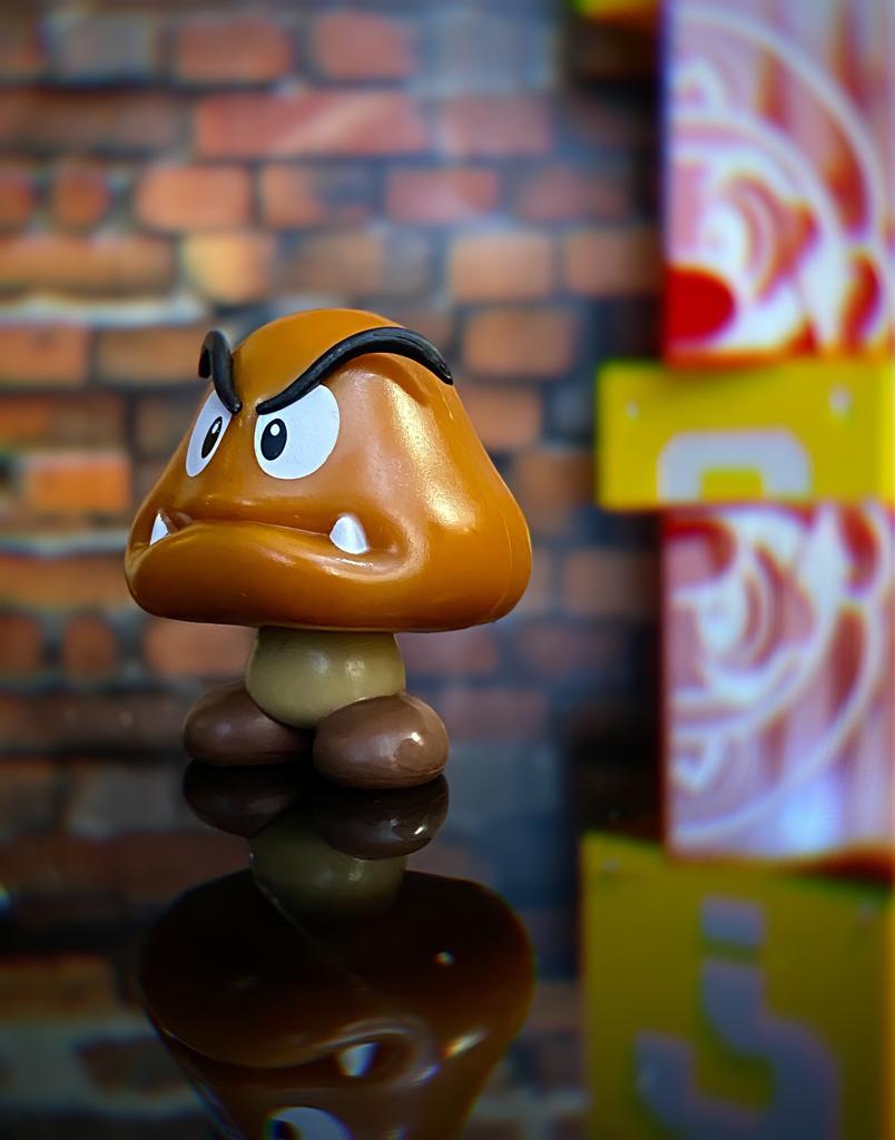 Brinquedo Boneco Estátua Goomba: New Super Mario - Jakks Pacific