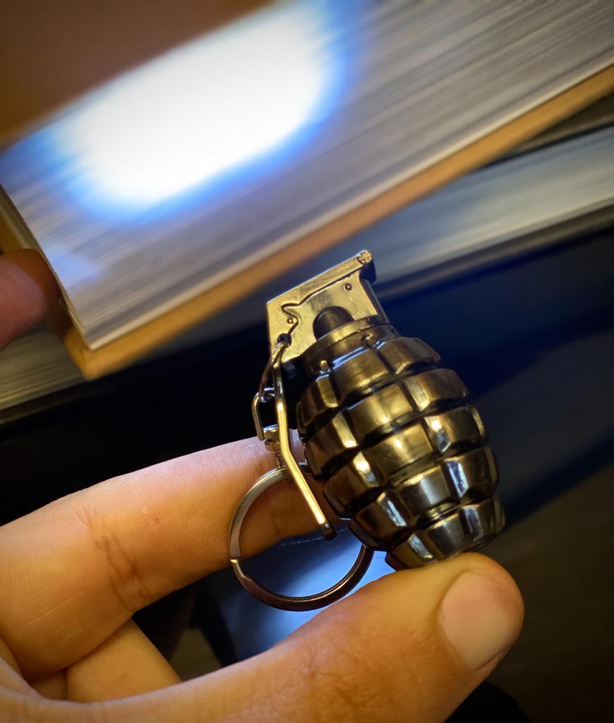 Brinquedo Chaveiro Replica Granada Led Laser Lanterna