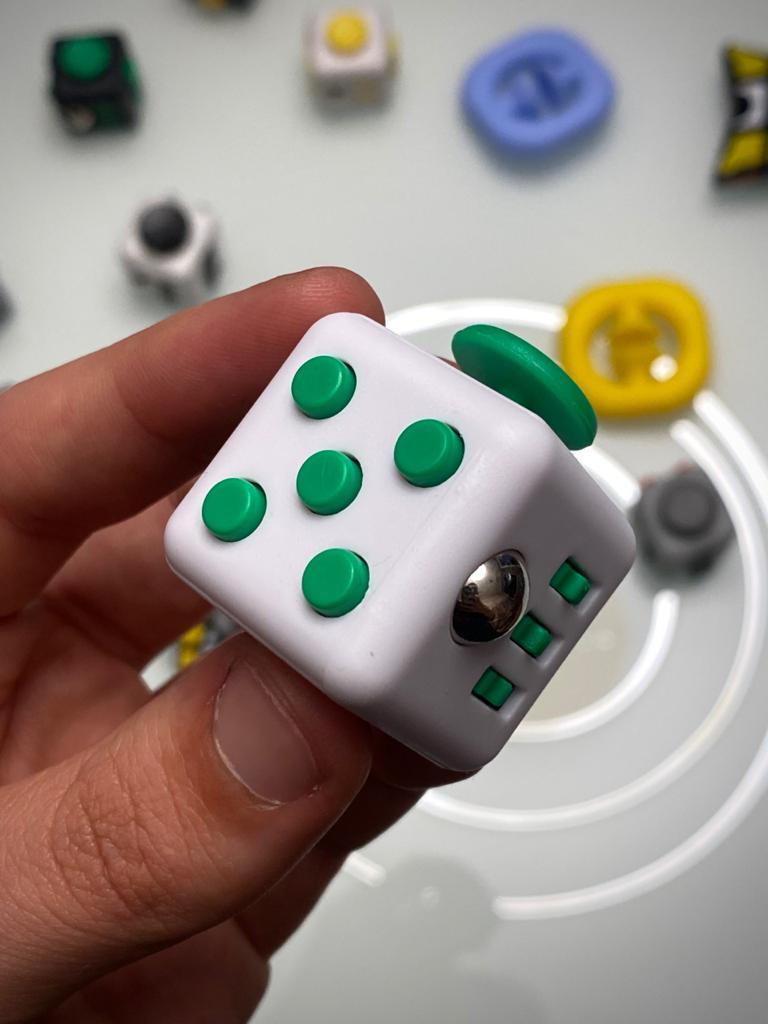 Brinquedo Fidget Pop Tube Stress Ball Wacky Track Squish SquishMallow Cube Spinner Branco com Verde Escuro - Rolamento Anti Estresse Fidget Cubo Cube Spinner