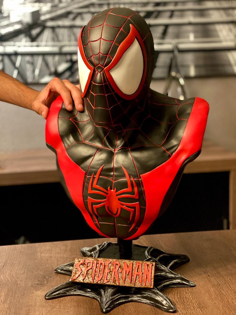 Busto Homem-Aranha (SpiderMan) Miles Morales: Homem-Aranha no Aranhaverso (Spider-Man Into the Spider-Verse)