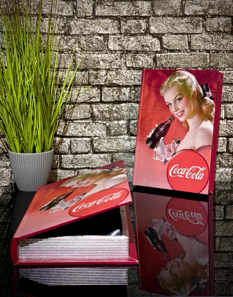 Caixa Livro Madeira Coca Cola Blond Lady - Metropole  - Toyshow Geek e Colecionáveis Tudo em Marvel DC Netflix Vídeo Games