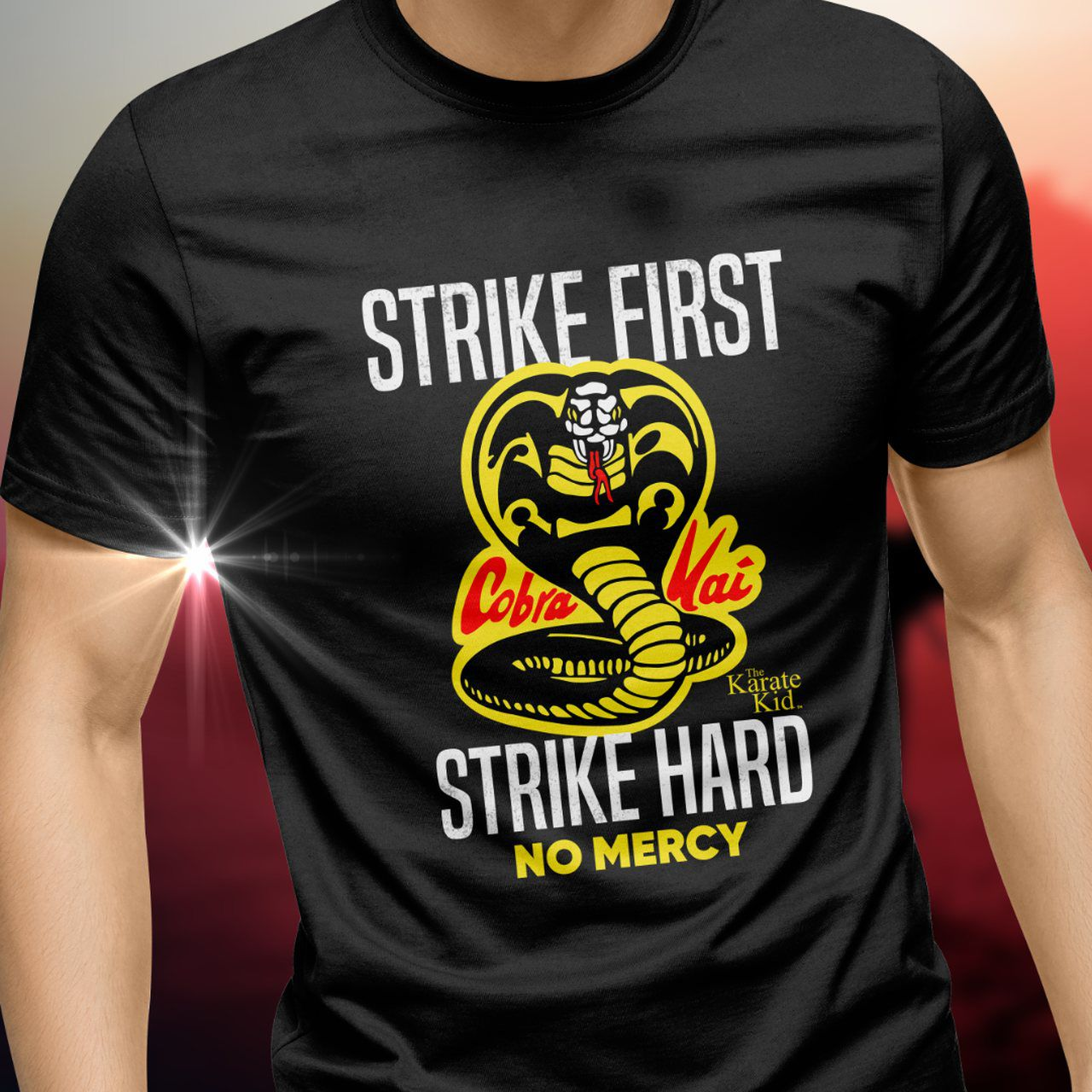 Camiseta Cobra Kai (Strike First Strike Hard): The Karate Kid (Cobra Kai)