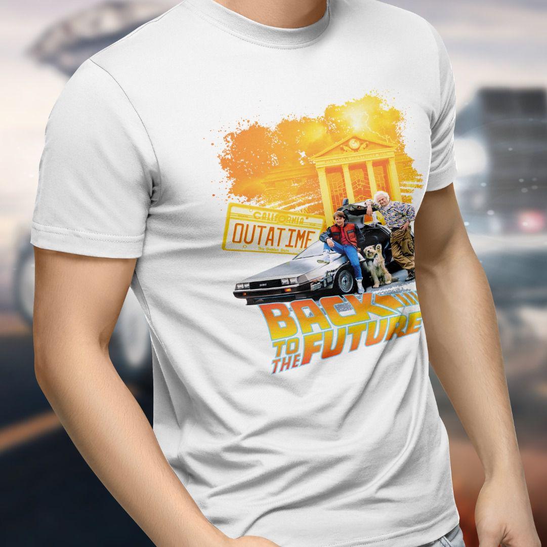 Camiseta De Volta Para o Futuro (Back To The Future): Outatime (Branco)