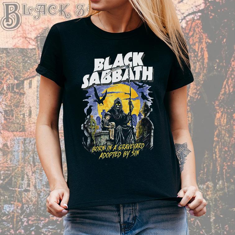 Camiseta Feminina Unissex Born In A Graveyard Adopted By Sin Rock And Roll Black Sabbath (Preta) - EV