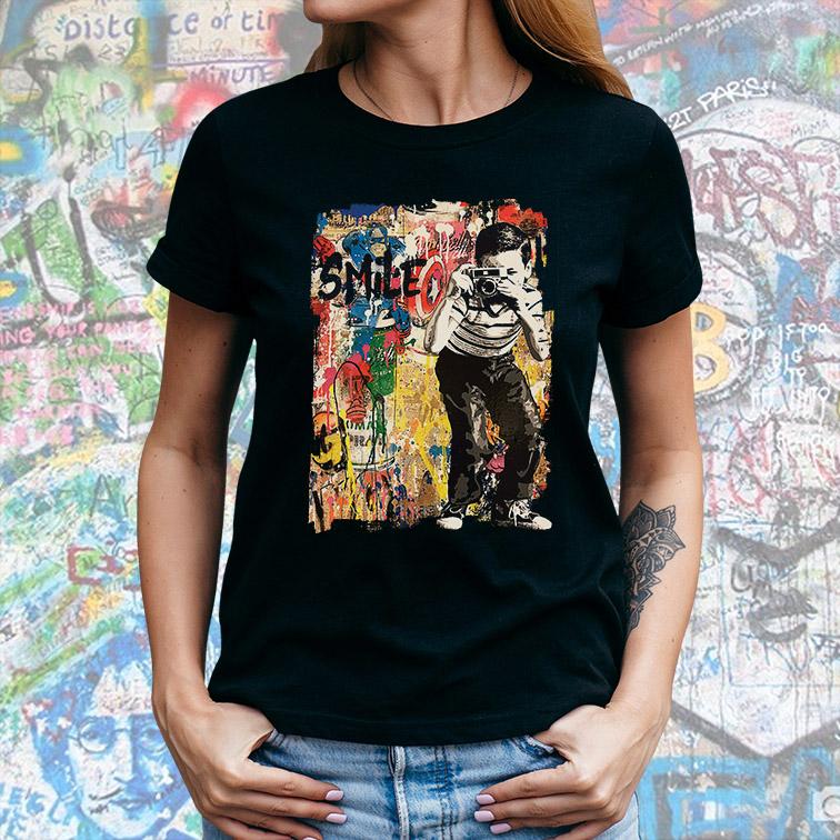 Camiseta Feminina Unissex Child Photograph Smile Graffiti Capitão America (Preta) - EV