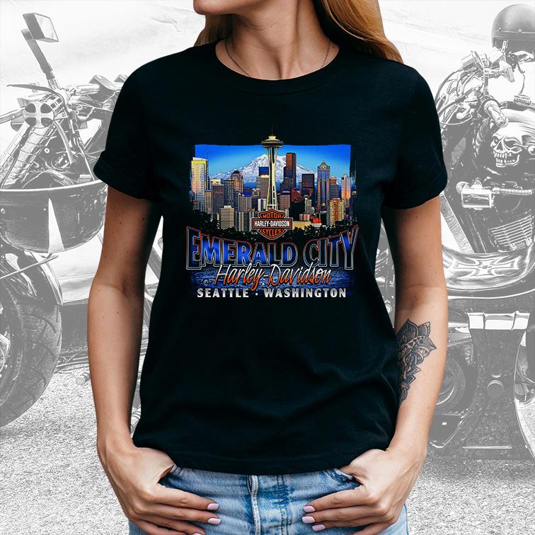 Camiseta Feminina Unissex Emerald City Seatle Washington: Harley Davidson Cycles (Preta) - EV