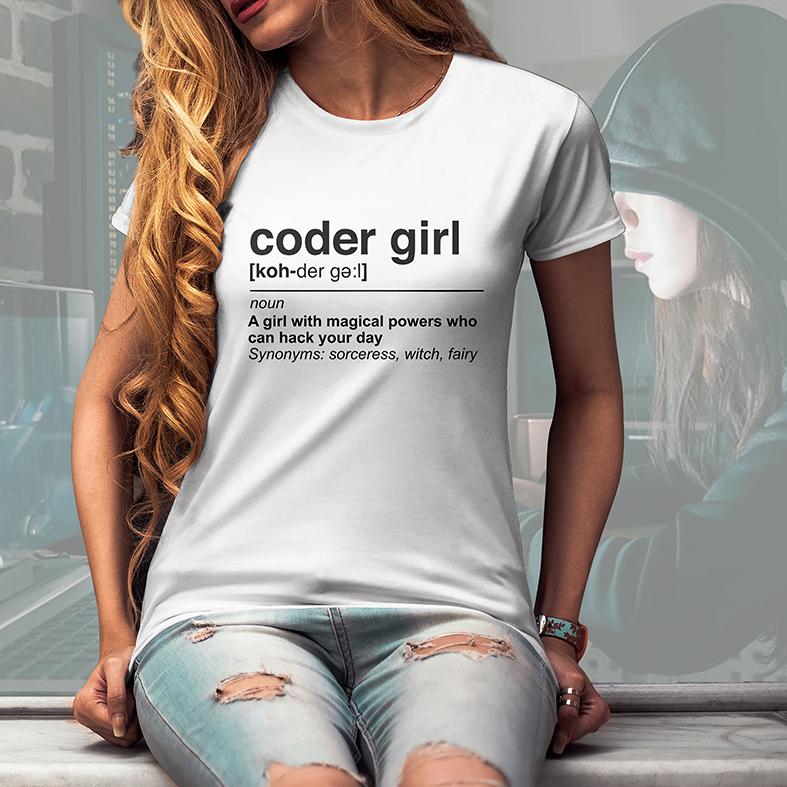 Camiseta Feminina Unissex Uma Garota Com Poderes Mágicos Que Pode Hackear Seu Dia Girl Code Código (Branca) - EV