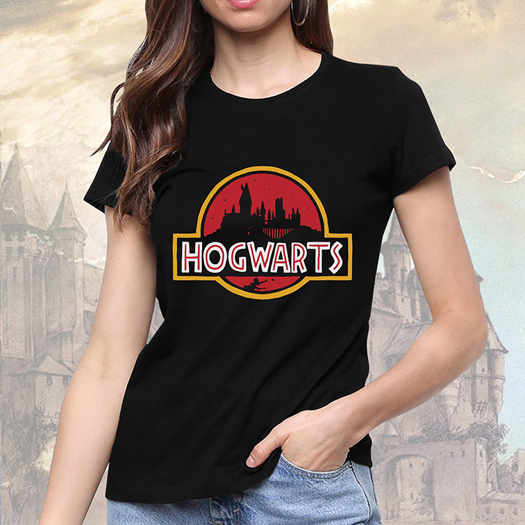 Camiseta Feminina Unissex Hogwarts Harry Potter: Jurassic Park (Preta) - EV