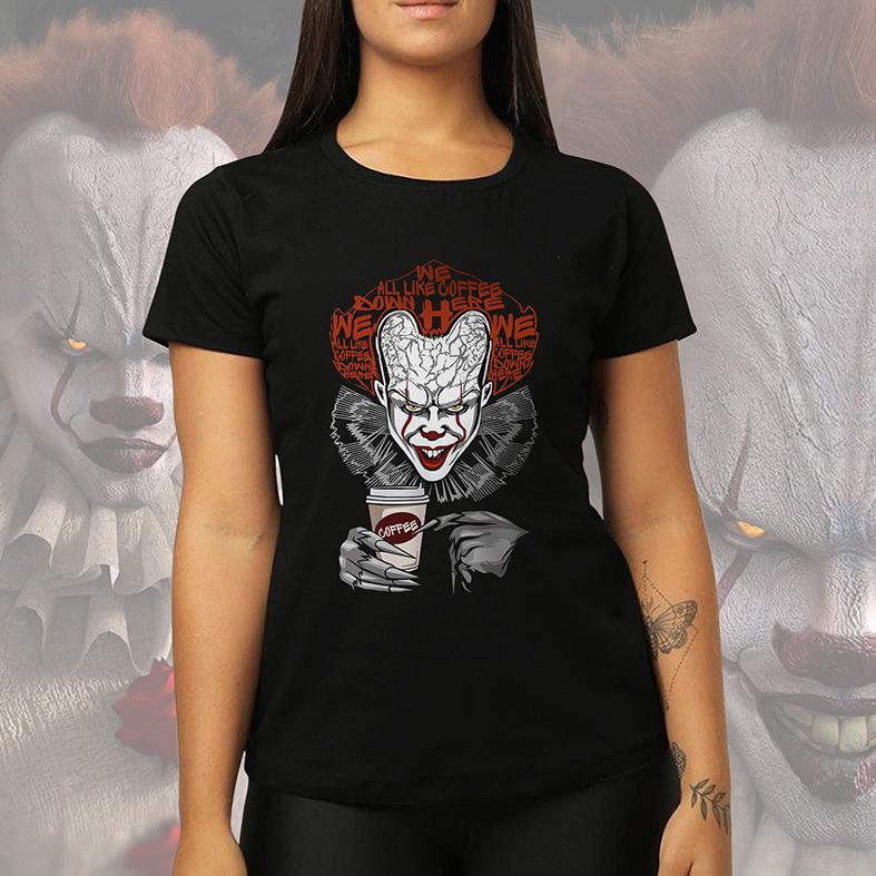Camiseta Feminina Unissex It Pennywise We All Like Coffee Down Here It A Coisa (Preta) - EV