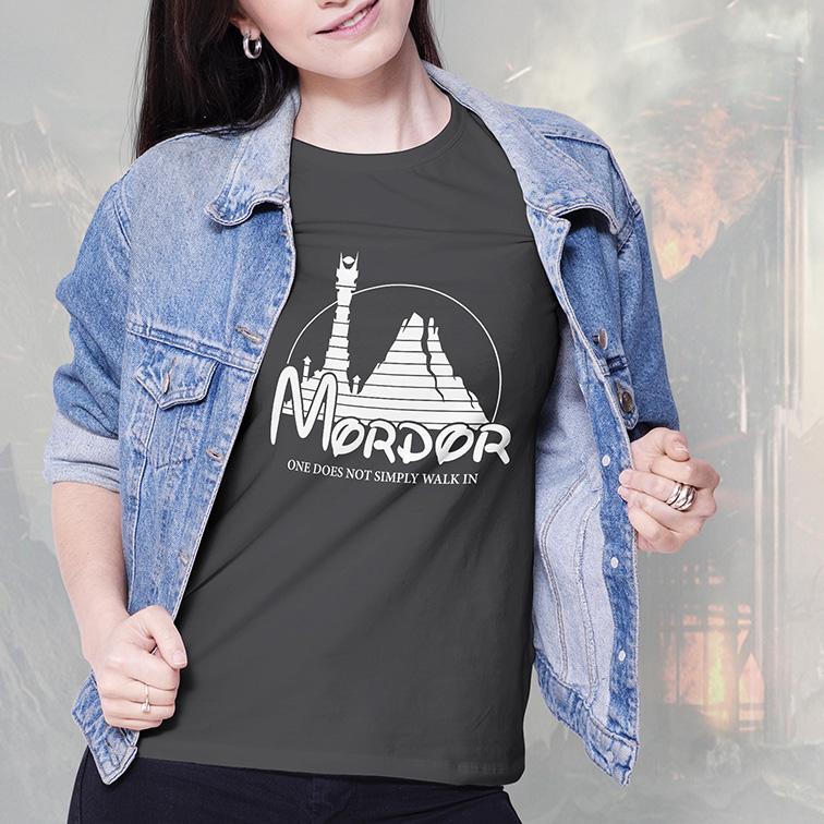 Camiseta Feminina Unissex Mordor One Does Not Simply Walk In Disney O Senhor Dos Anéis (Cinza Chumbo) - EV