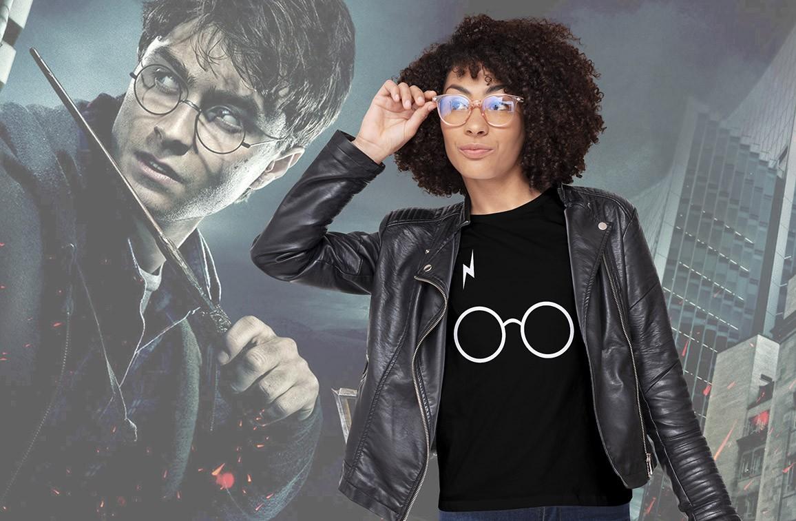 Camiseta Feminina Unissex Óculos: Harry Potter (Preta) - EV