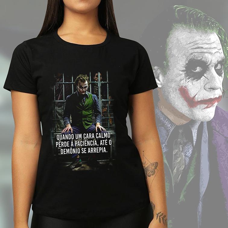Camiseta Feminina Unissex Quando Um Cara Calmo Perde a Paciência, Até o Demônio Se Arrepia The Joker Heath (Preta) - EV