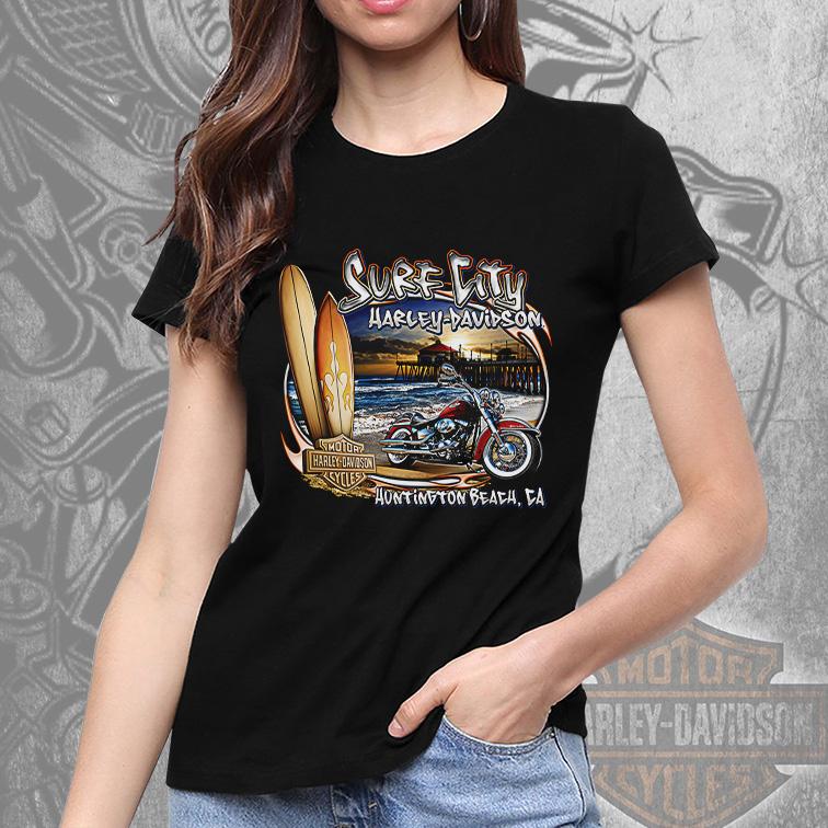 Camiseta Feminina Unissex Surf City Harley Davidson Cycles Huntington Beach CA (Preta) - EV