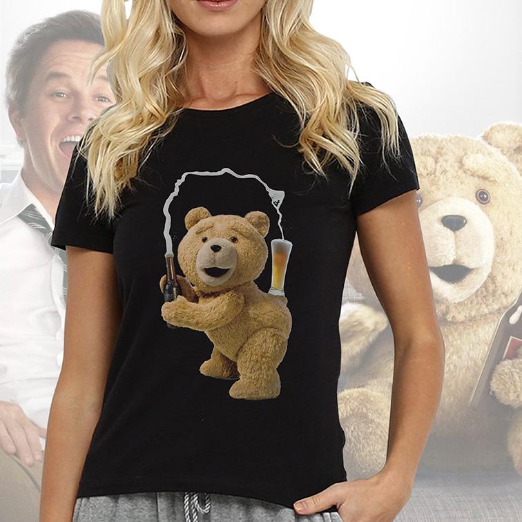 Camiseta Feminina Unissex Ted Drinking Beer: Urso Ted (Preta) - EV