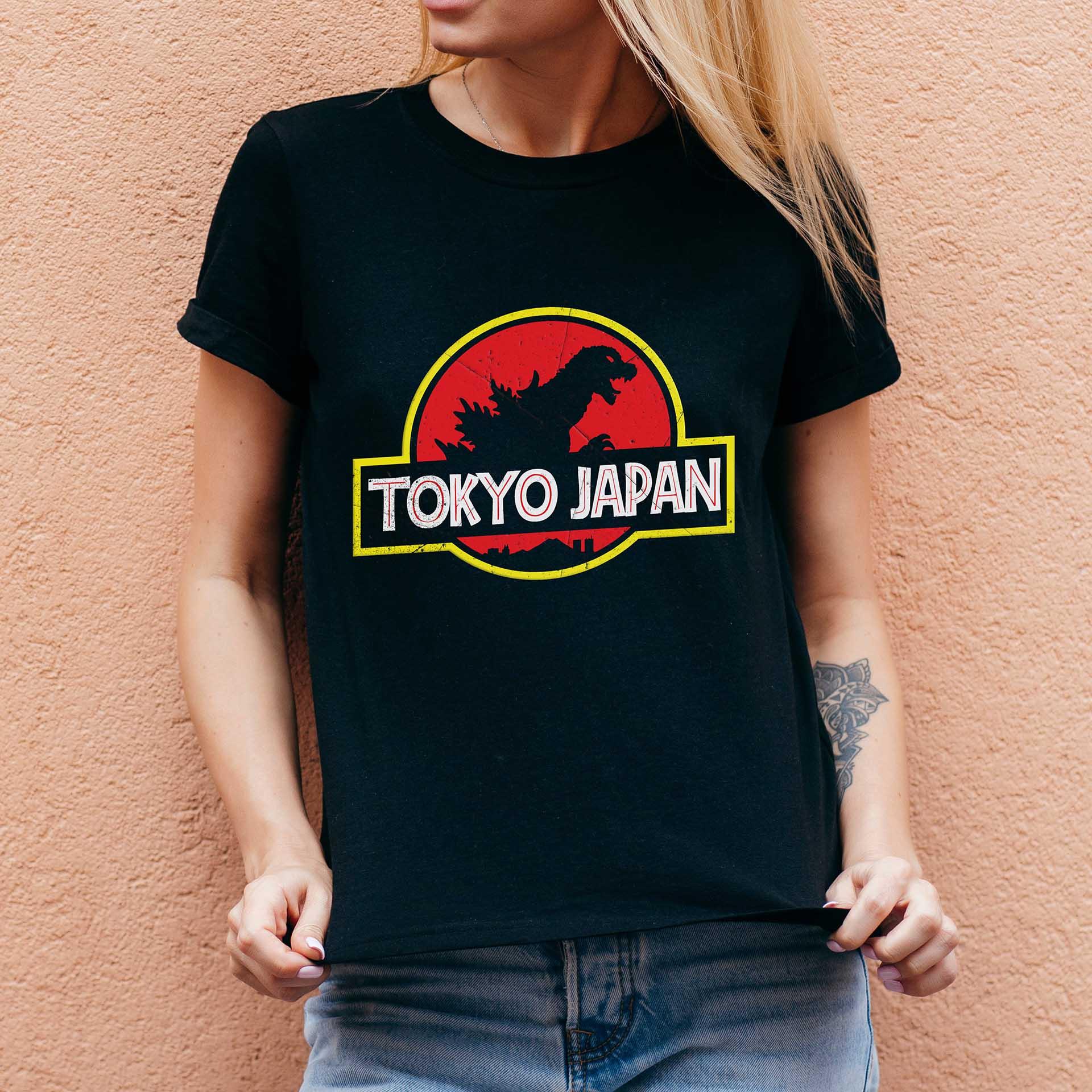 Camiseta Feminina Unissex Tokyo Japan: Jurassic Park (Preta) - EV